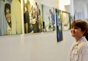 """Albert Hellström, """"Årets Stjärnskott"""" 2018, besöker Operation Smiles huvudkontor i Sverige. Foto: Susanne Isberg"""