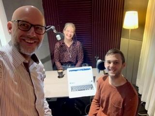 Henrik, Ted och Charlotte vid inspelningen av Insamlingspodden